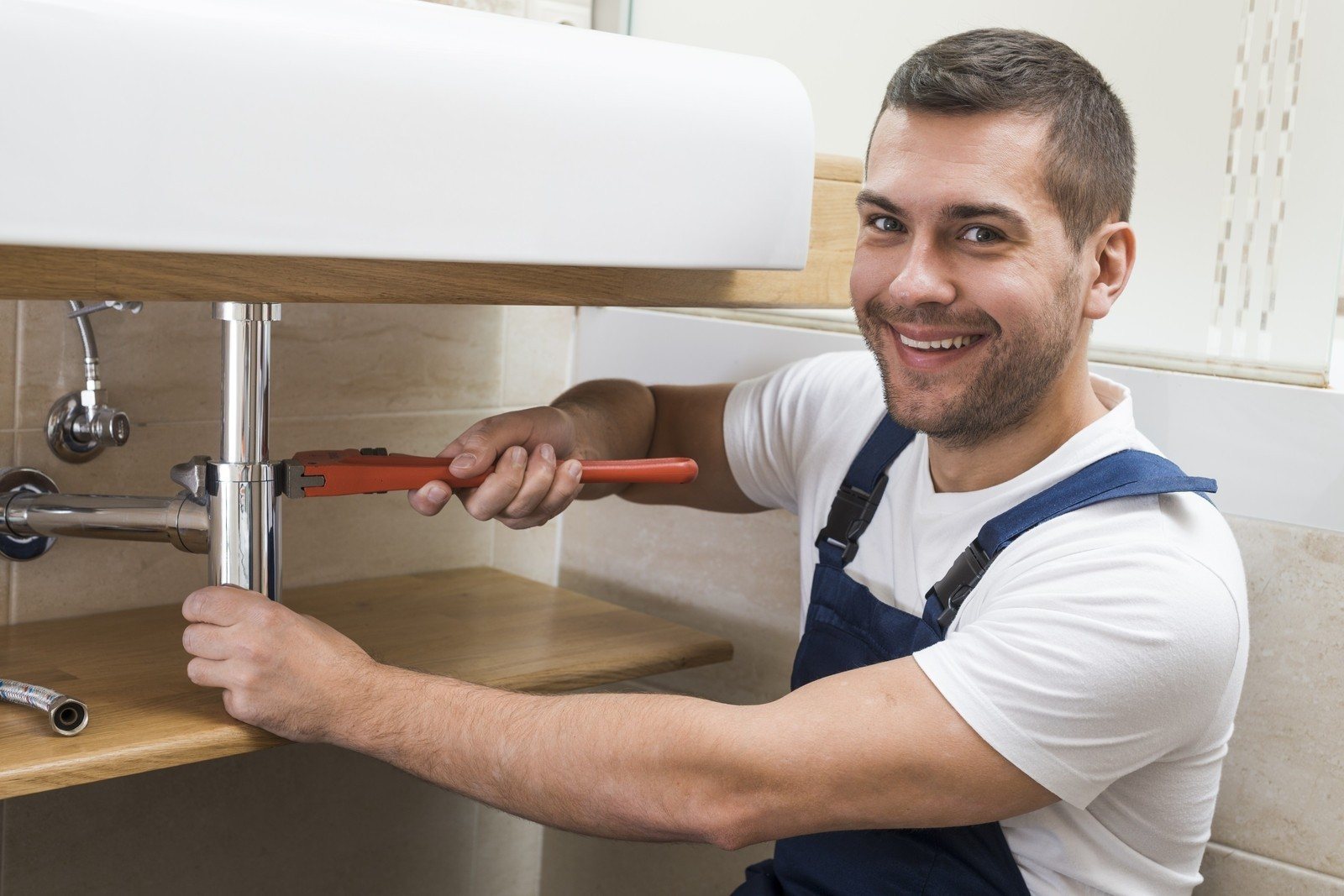 IppoFix.com – Plumber-Electrician Carpenter Cleaner/UPS/AC Service and More